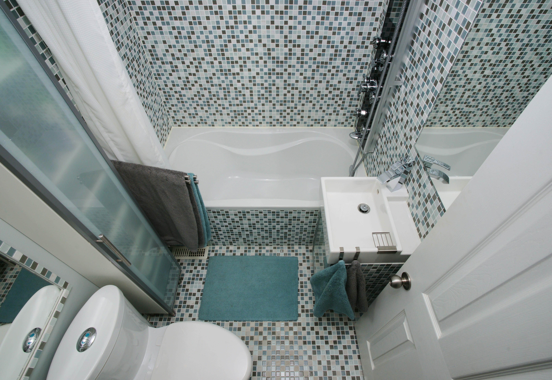 kleines bad gro wirken lassen hier die besten tricks. Black Bedroom Furniture Sets. Home Design Ideas