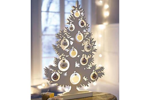 LED Tannenbaum mit Glaskugeln