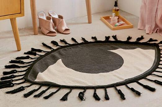 Teppich im Augendesign mit Quasten