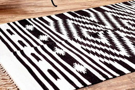 Teppich Schwarz und Weiß Rautendesigns