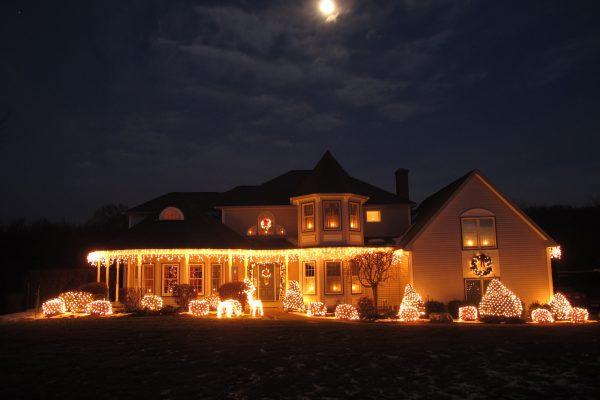 Weihnachtsbeleuchtung am Haus Vorschau