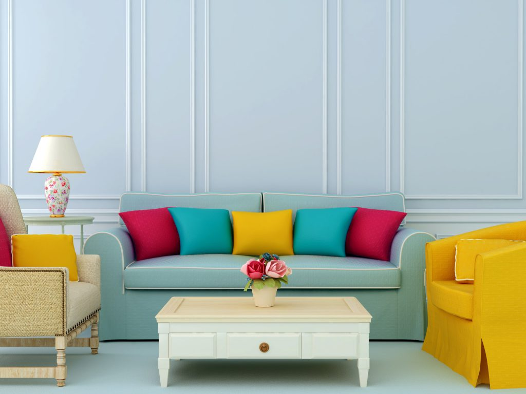 grünes Sofa mit bunten Kissen