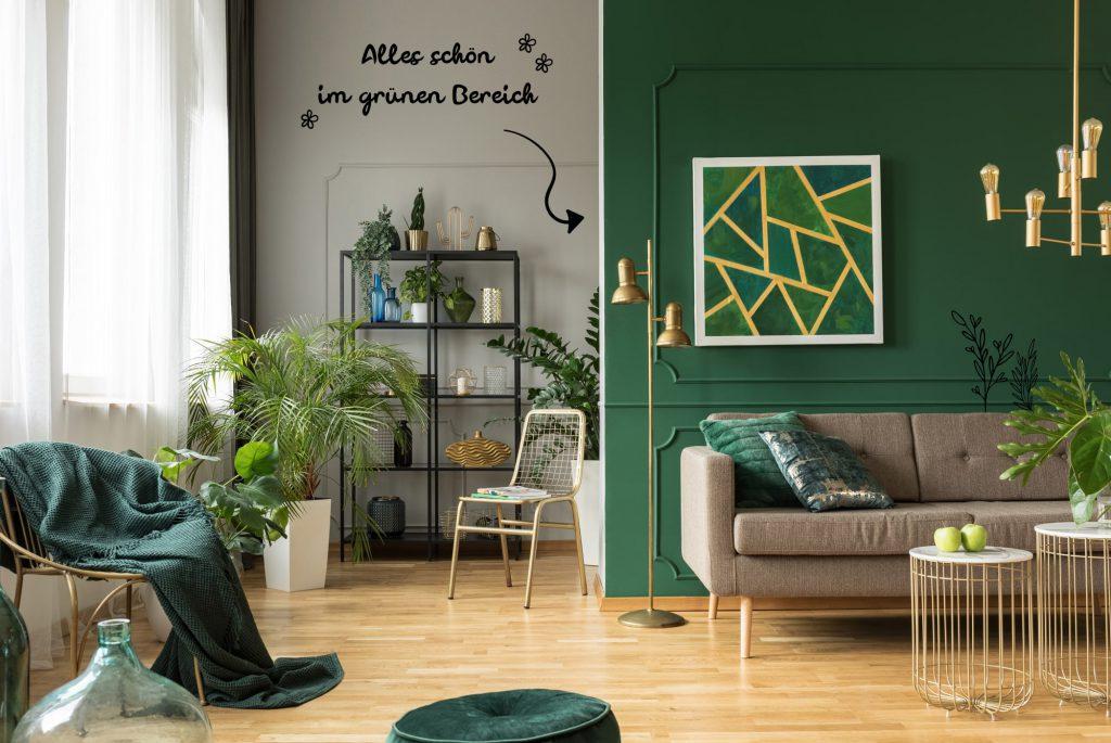urbaner Raum mit grüner Wand