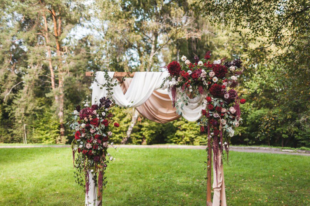 Hochzeitsbogen als Ideen für die spontane Gartenhochzeit