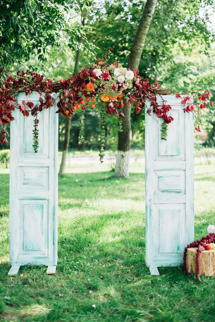 Vintage Türen als Ideen für die spontane Gartenhochzeit