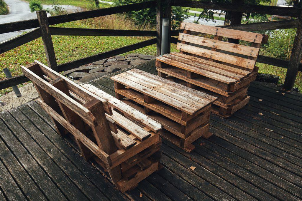 Lounge Garnitur selber bauen aus Paletten