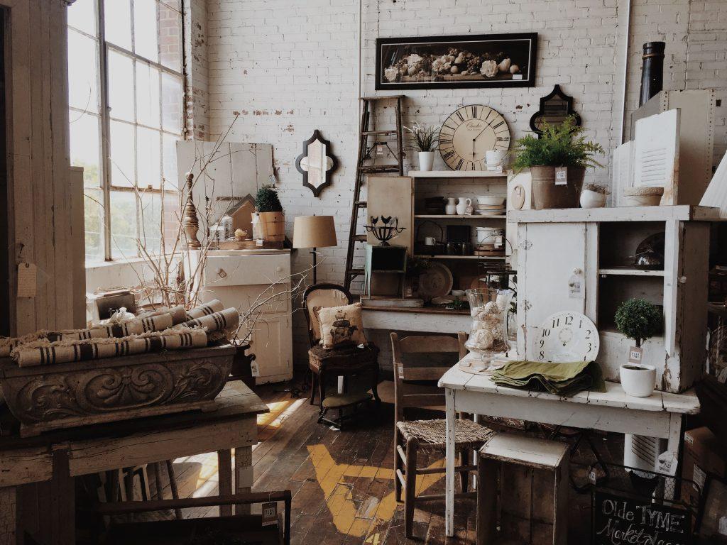 Sperrmüll Möbel im Raum