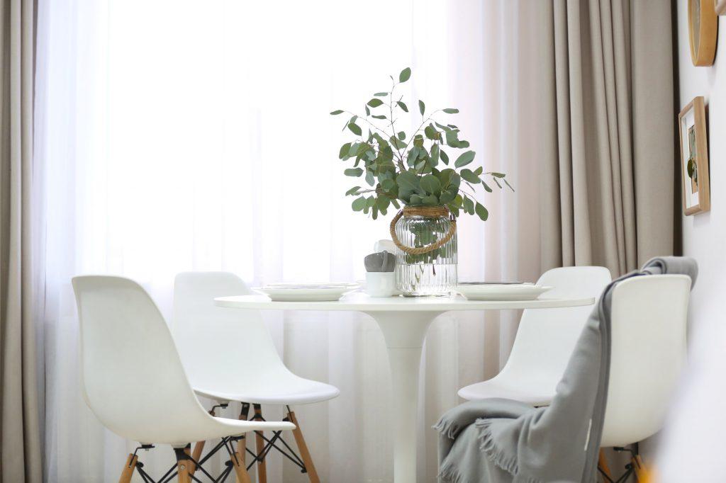 Textilien im Winter im Esszimmer