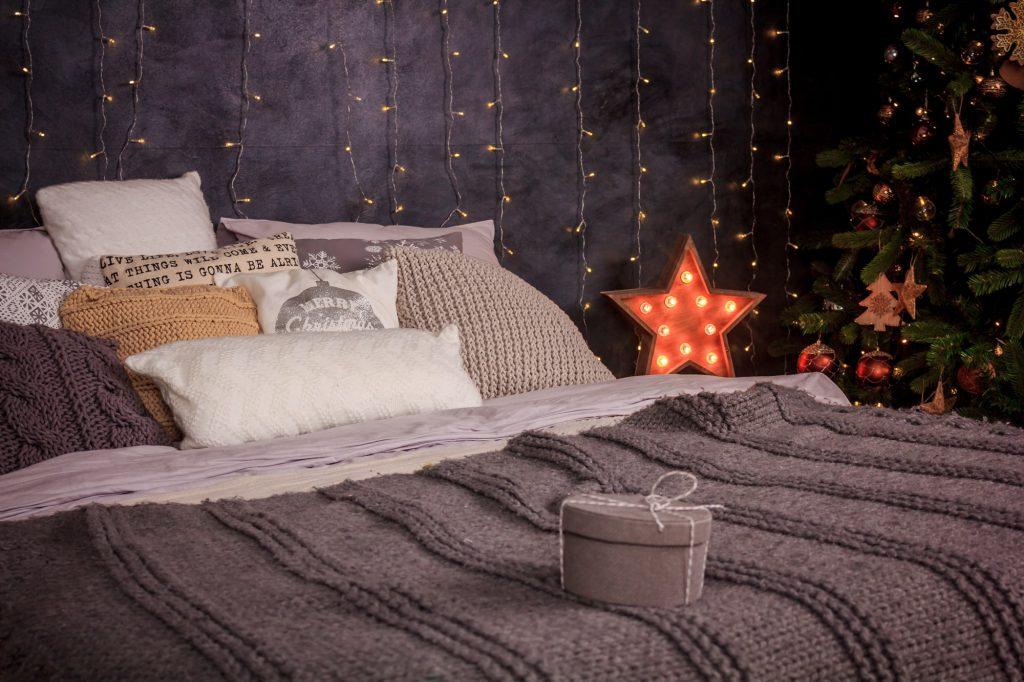 Textilien im Winter mit Kissen