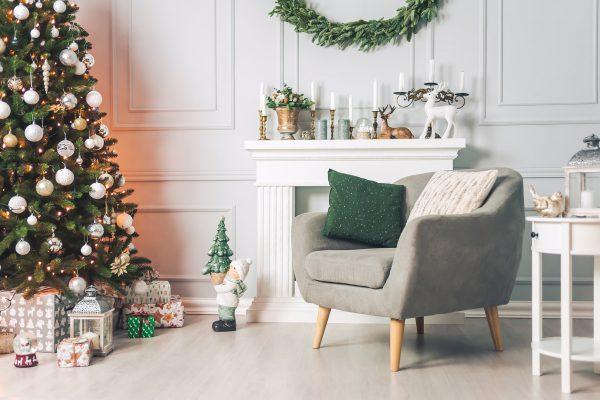 Skandinavische Weihnachtsdeko im Wohnzimmer