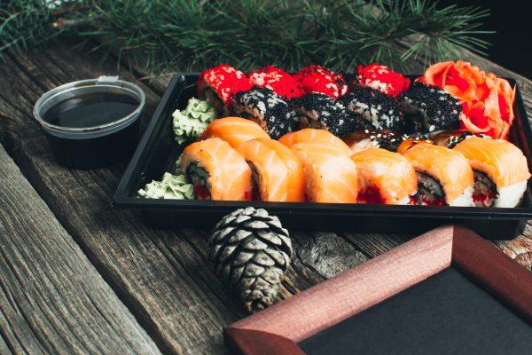 Sushi und japanische Weihnachtsdeko