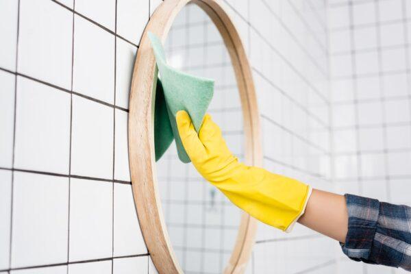 Spiegel putzen Vorschau